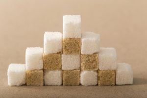 ピラミッド型に積まれた角砂糖
