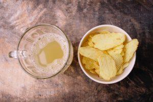 ジュースとポテトチップス