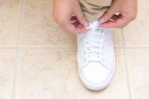 靴ひもを結んで出発