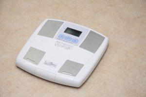 白い体重計