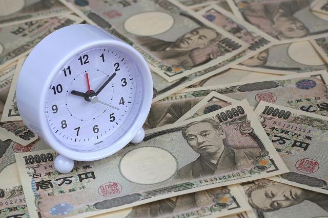 時計と紙幣