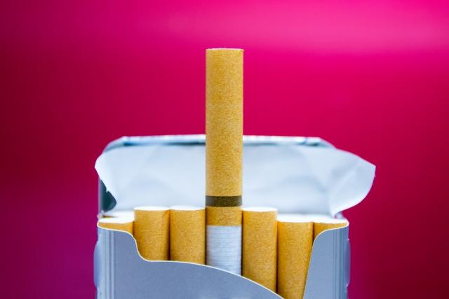 タバコをすすめる