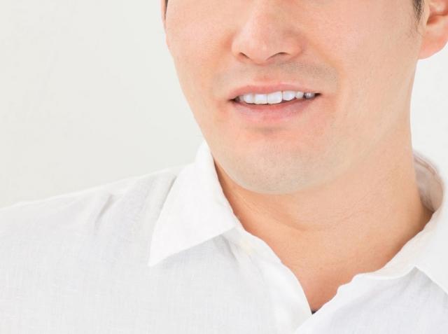 白い歯が素敵な男性
