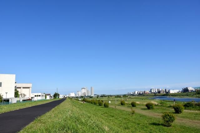 晴天の河原