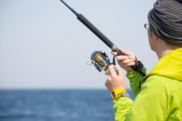 釣りを楽しむ男性